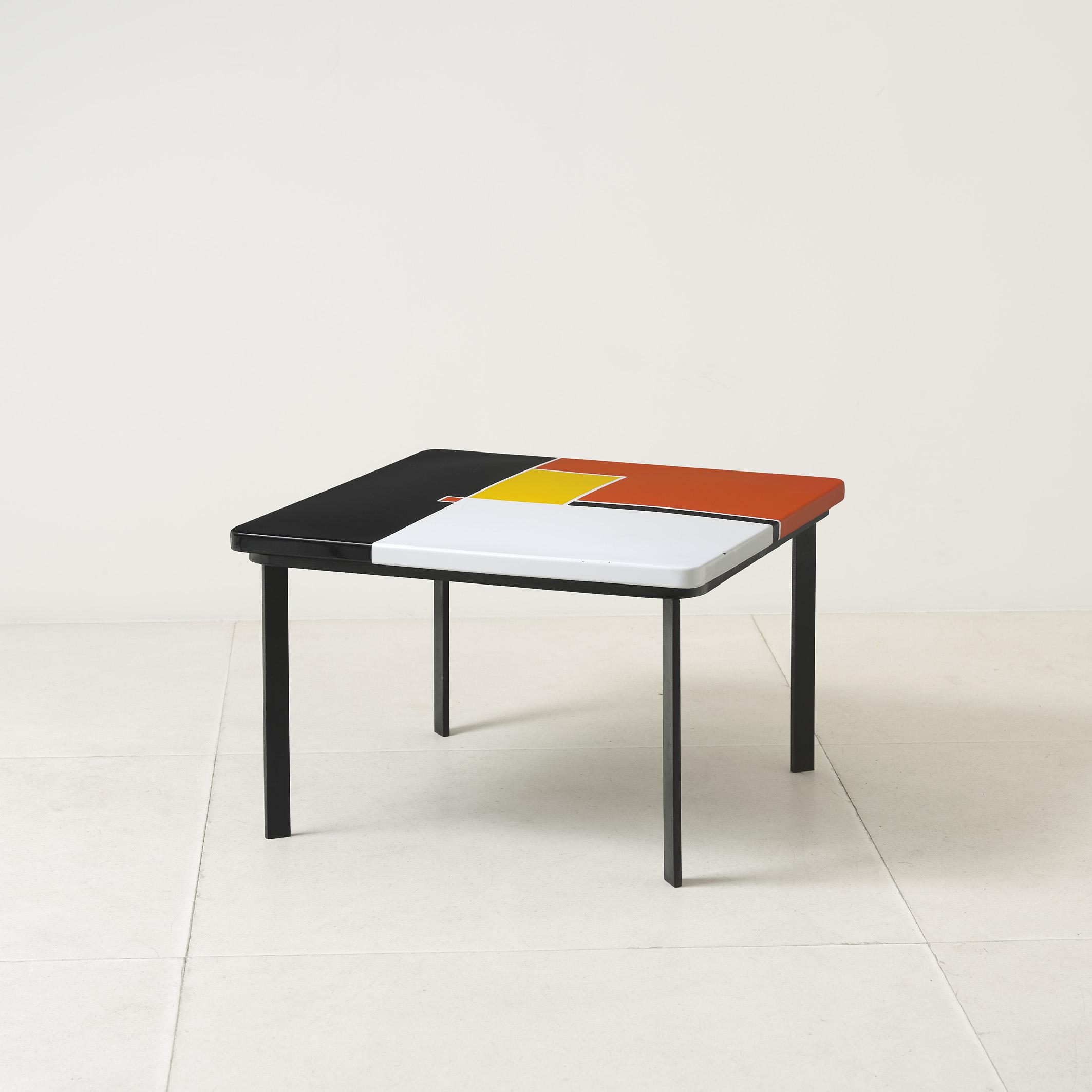 Mategot, table basse plateau tole émaillée